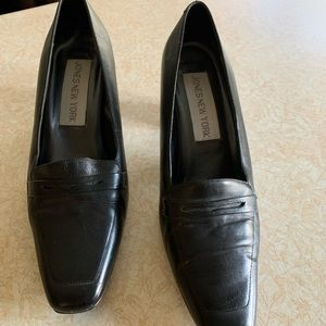 Jones New York leather loafer style pump